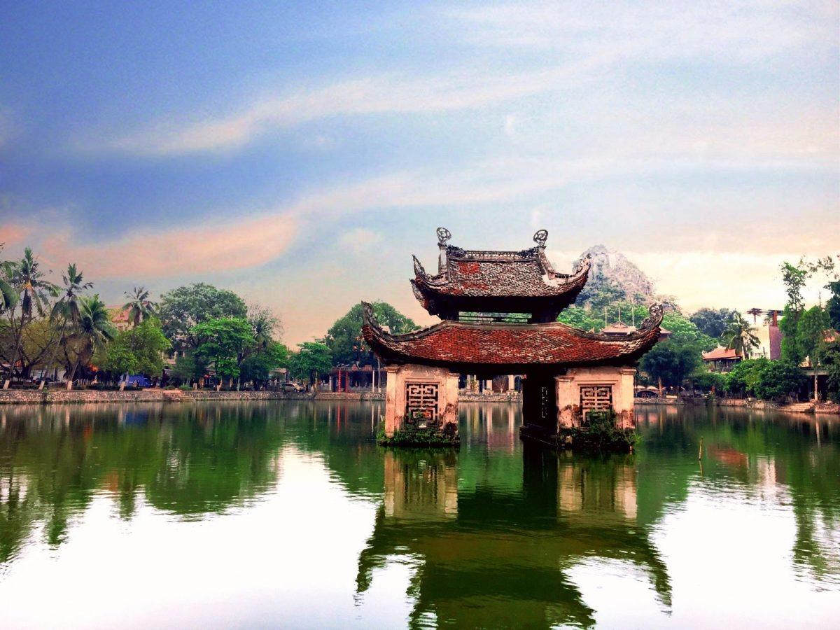 Buổi sáng: Hà Nội - Chùa Thày